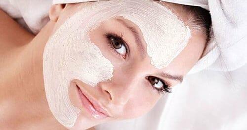 وصفة سريعة لتبييض الوجه الدهني