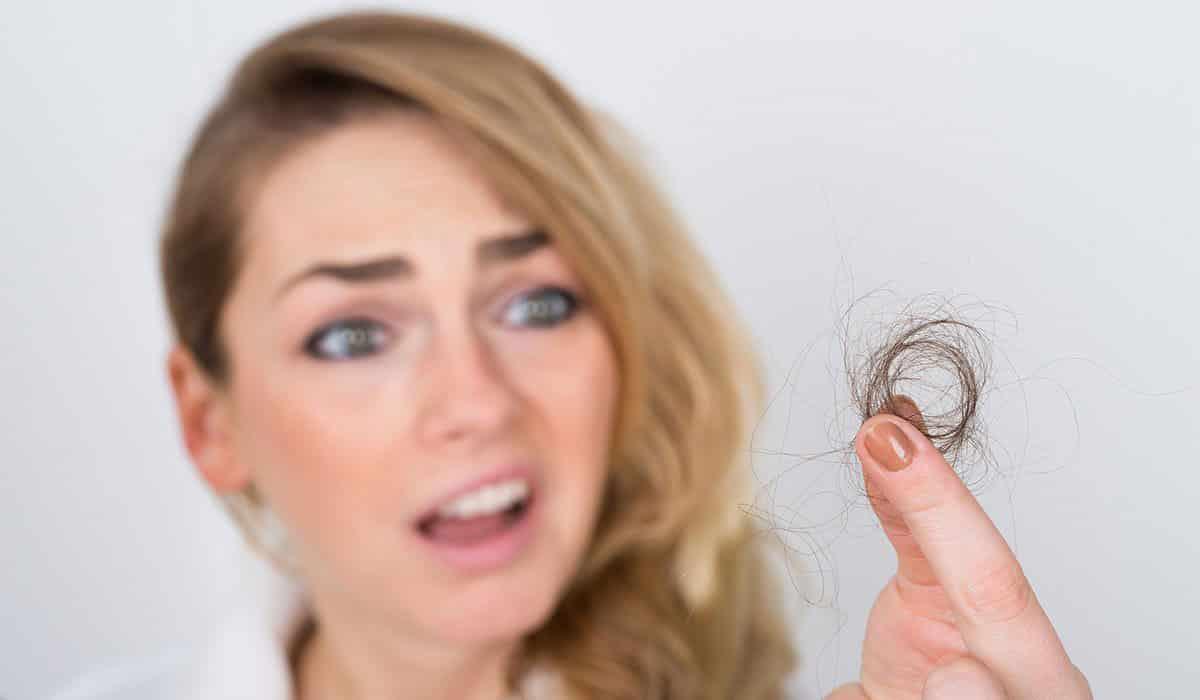 كيفية علاج تساقط الشعر عند النساء