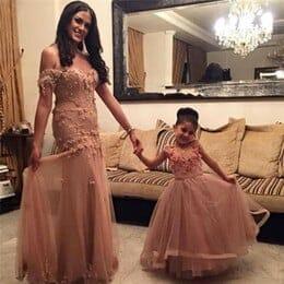 صور مميزة لأجمل فساتين الامهات مع أطفالها جميلة