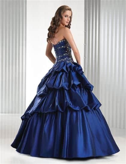 صور مميزة لأحث الموديلات من الفساتين المنفوشة للخطوبة تجنن