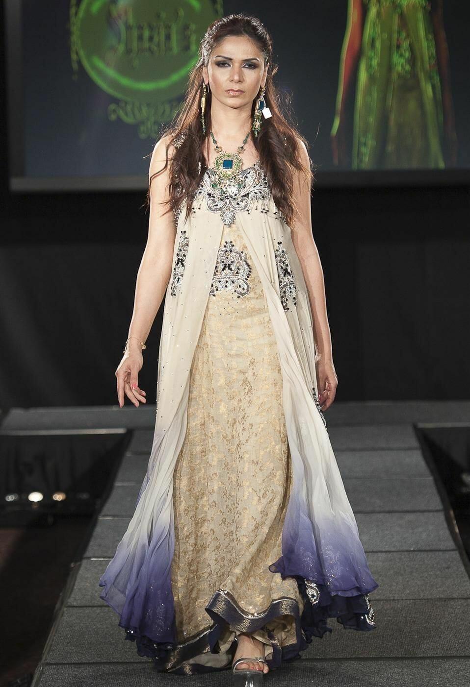 صور لأفضل الأزياء الهندية لأحدث إطلالة رائعة