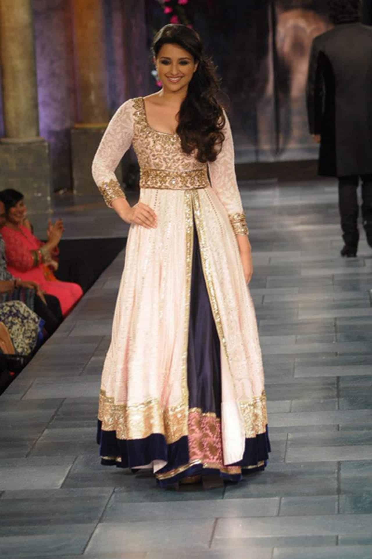 صور لأفضل الأزياء الهندية لأحدث إطلالة روعة