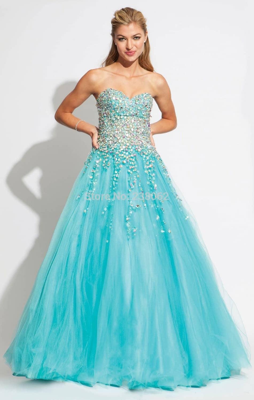 صور أجمل تصميمات لفساتين الخطوبة بألوان ربيعية جامدة