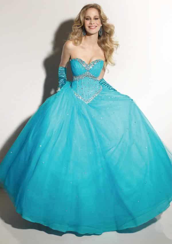 صور أجمل تصميمات لفساتين الخطوبة بألوان ربيعية متنوعة