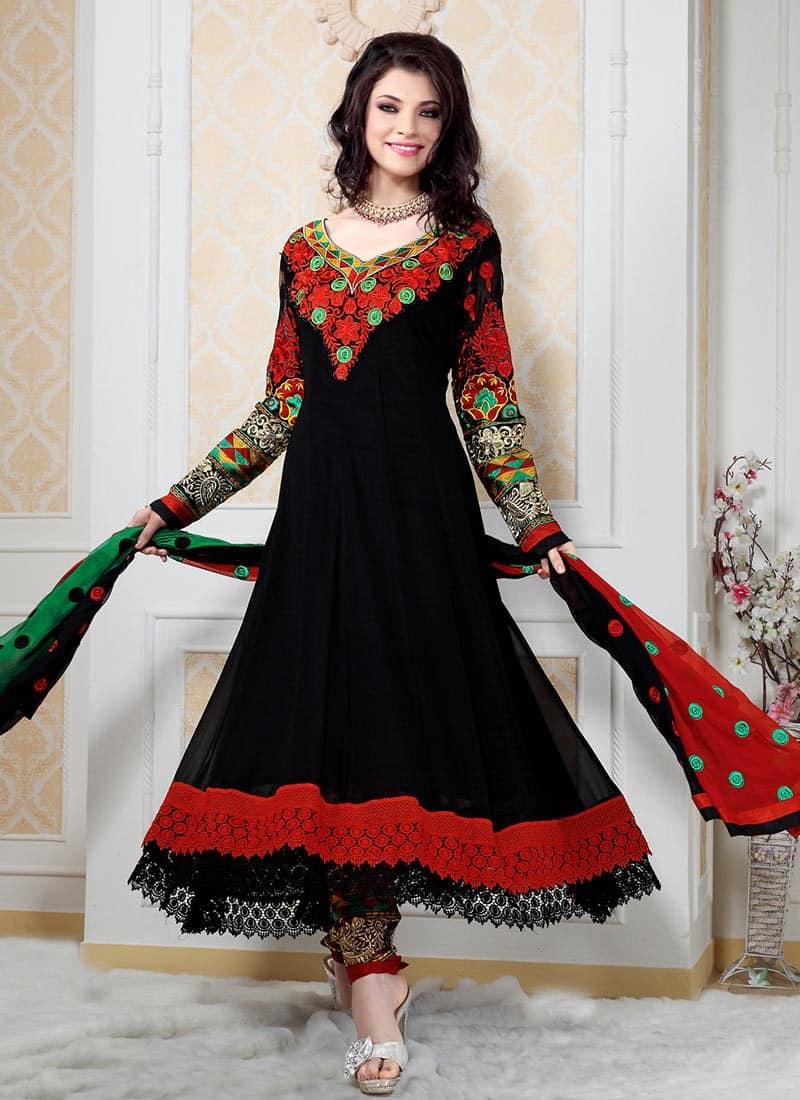 صور مميزة للأزياء الهندية على الموضة جامدة