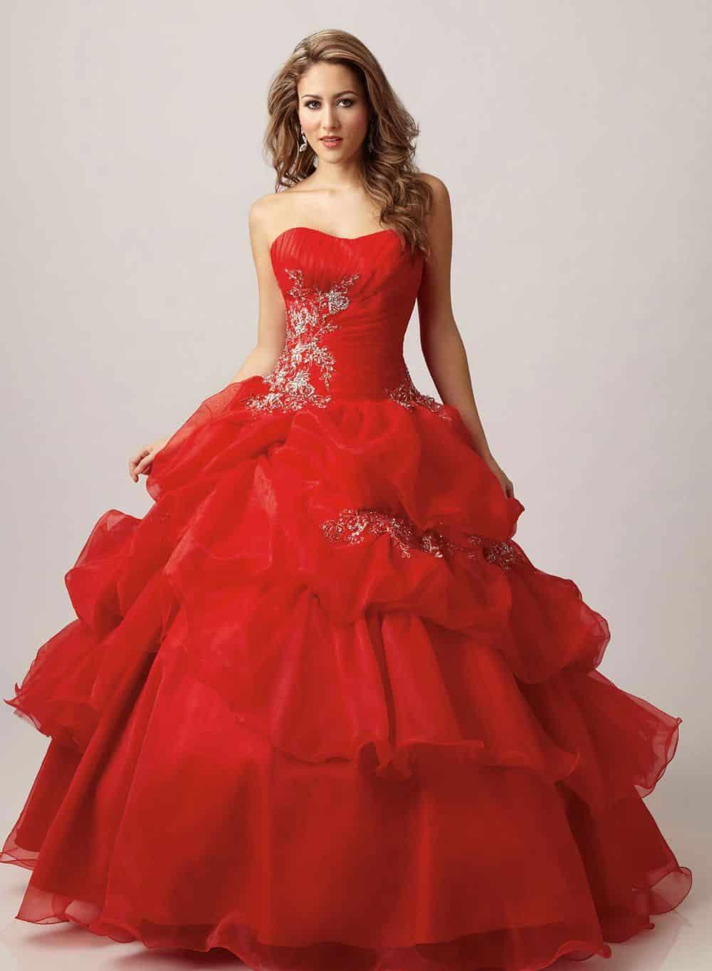 صور أجمل تصميمات لفساتين الخطوبة بألوان ربيعية تجنن