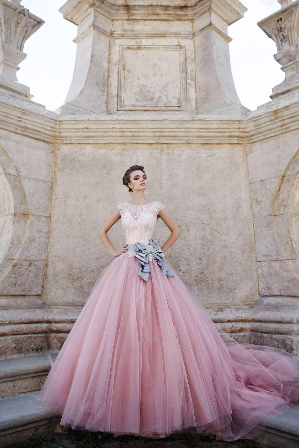 صور أحدث الموديلات لفساتين الخطوبة المنفوشة جامدة