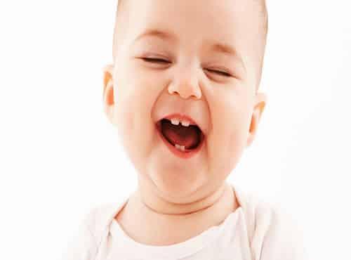 متى تظهر الاسنان عند الاطفال وأعراض ظهورها