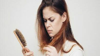 أسباب تساقط الشعر بغزارة وأفضل طرق لعلاجه