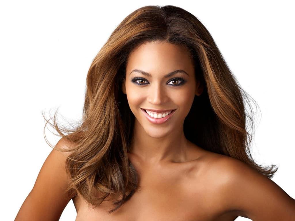 طريقة تحديد لون البشرة ولون الشعر جميلة